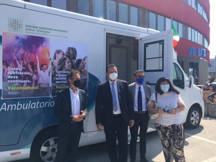 """VacciniAmo la Riviera"""" dal 4 agosto cliniche mobili e camper per vaccini.  La campagna di sensibilizzazione"""