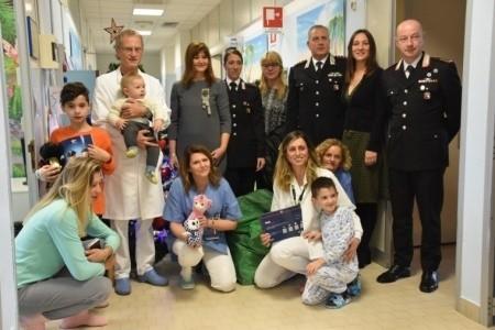 L'abbraccio dei Carabinieri di Forlì-Cesena ai bimbi della Pediatria di Forlì
