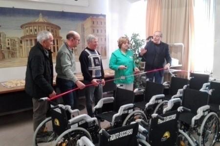 I Vaps (volontari di Pronto Soccorso) donano carrozzine all'Ospedale di Riccione