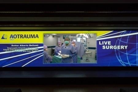 Ortopedia d'avanguardia: il professor Belluati opera al ginocchio dall'Ospedale di Ravenna in diretta per 700 chirurghi